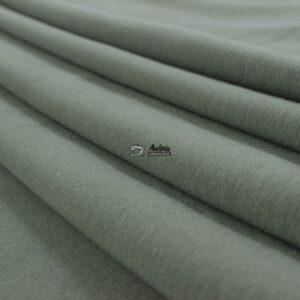 audiniu krautuvele pilkos spalvos kilpinis trikotazas su pukeliu