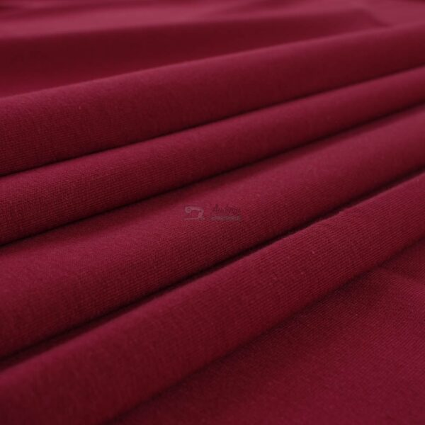 bordo spalvos kilpinis trikotazas