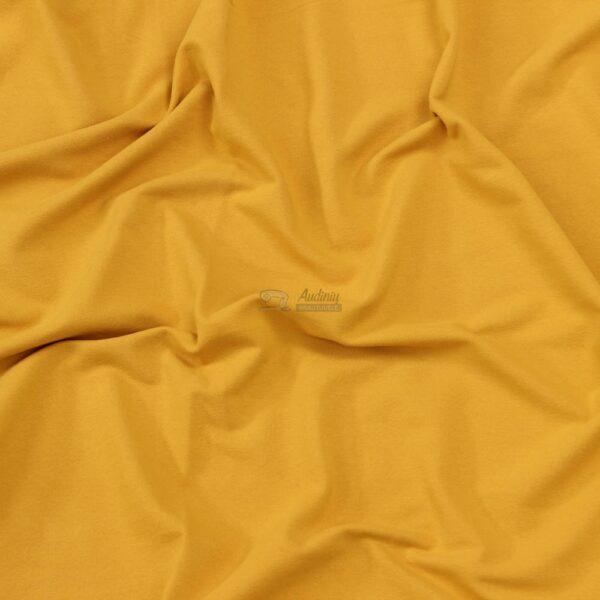 audiniu krautuvele, garstyciu spalvos trikotazas su pukeliu