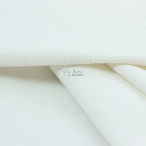 pieno baltas kilpinis trikotazas