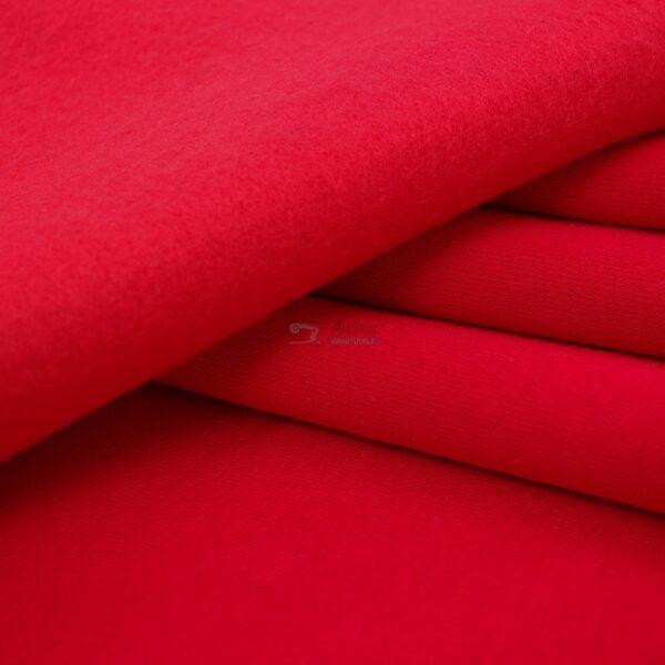 raudonas kilpinis trikotazas su pukeliu
