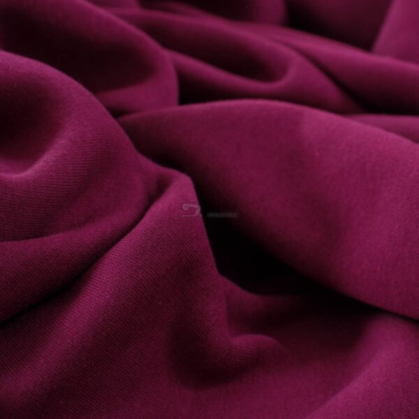 raudonai violetinis trikotazas su pukeliu