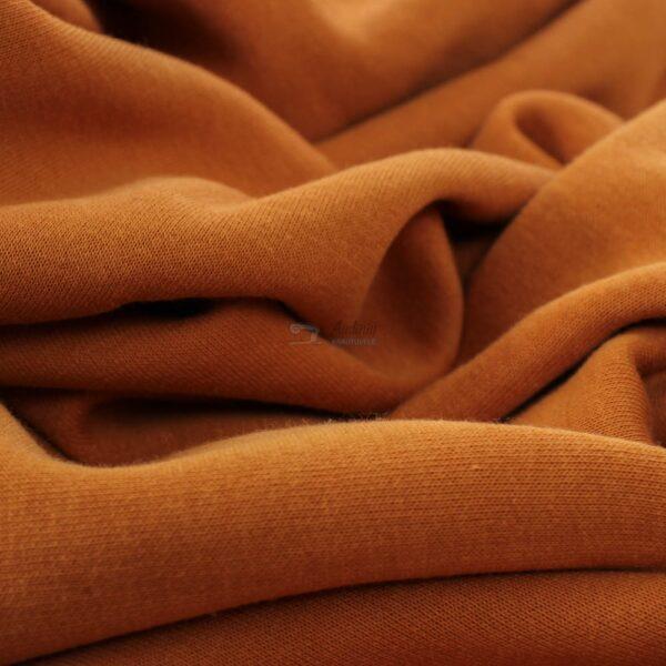karameles spalvos trikotazas su pukeliu