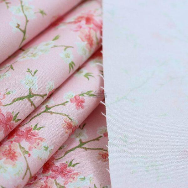 obelu ziedai roziniame pagrinde, medvilne