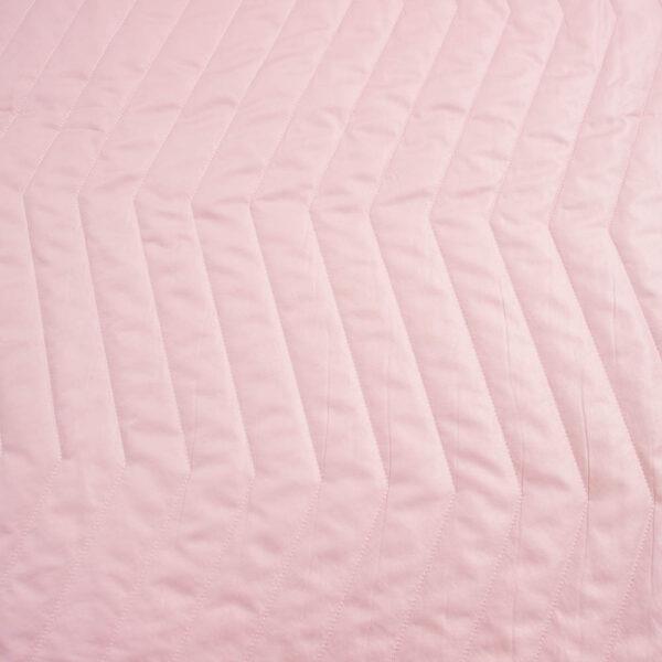 rožinis triukinis audinys